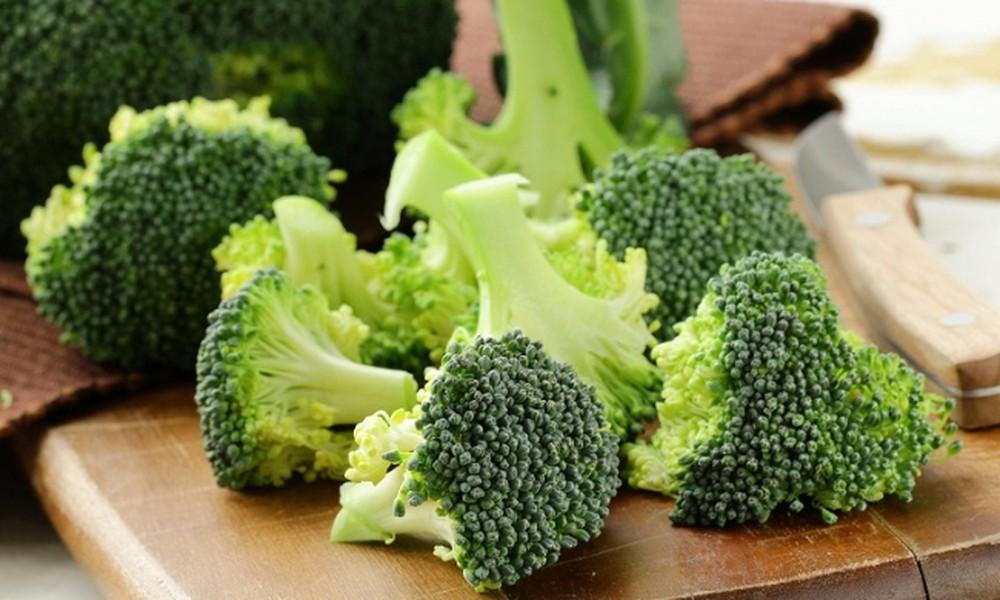 Khắc phục sau sinh tháng có tháng không bằng cách bổ sung nhiều rau xanh