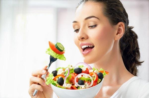 Bổ sung nhiều rau xanh giúp cân bằng nội tiết tố nữ