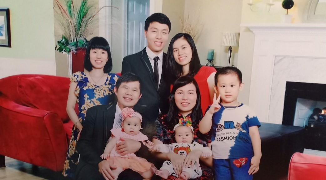 Chị Hương cùng chồng và các con cháu