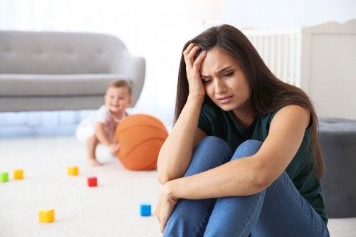Lãnh cảm sau sinh chủ yếu gây lên do tâm lý và rối loạn nội tiết