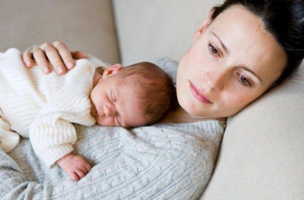 Sau sinh kinh nguyệt tháng có tháng không chủ yếu là do sự suy giảm nội tiết tố nữ