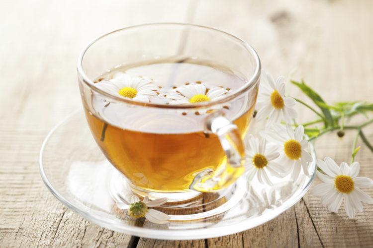 Trà hoa cúc rất tốt cho phụ nữ bị đau bụng kinh